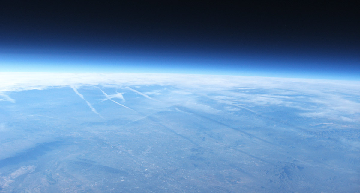 88000 feet ascent contrails LE-3